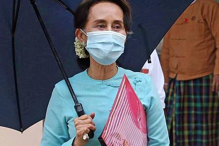 Eine Anwältin aus dem Verteidigungsteam von Aung San Suu Kyis hat erstmals seit dem Putsch in Myanmar per Videoschalte Zugang zu der festgesetzten Politikerin erhalten. (Archivbild). Foto: Aung Shine Oo/AP/dpa