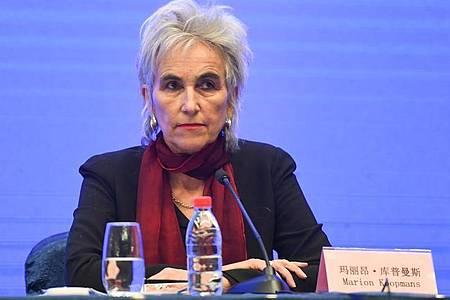 Marion Koopmans, Mitglied des Expertenteams der Weltgesundheitsorganisation (WHO) und Chinas, während einer Pressekonferenz in Wuhan. Foto: Cheng Min/XinHua/dpa