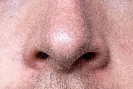 Einer Studie zufolge leiden viele Betroffenen auch noch viele Wochen nach einer Infektion mit dem Coronavirus unter einem eingeschränktem Geruchssinn. Foto: Alexander Heinl/dpa