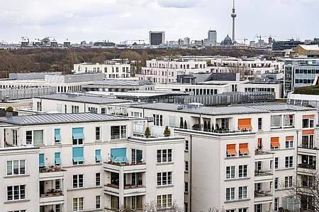 Mit dem Mietendeckel-Gesetz hat Berln zum 23die Mieten für rund 1,5 Millionen Wohnungen ganz eingefroren. Foto: Fabian Sommer/dpa