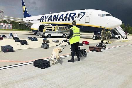 Belarussische Behörden hatten ein Ryanair-Flugzeug auf dem Weg von Athen nach Vilnius zur Landung gebracht. Foto: Uncredited/ONLINER.BY/AP/dpa