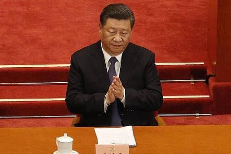 Chinas Präsident Xi Jinping bei der Eröffnungssitzung des Nationalen Volkskongresses in Peking. Foto: Andy Wong/Pool AP/dpa