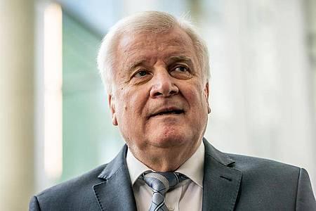 Horst Seehofer kommt als Zeuge in den Maut-Untersuchungsausschuss im Bundestag. Foto: Michael Kappeler/dpa