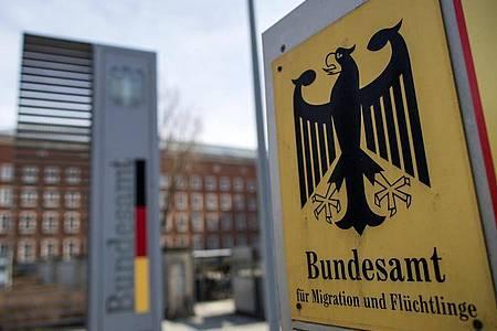 Eine Außenansicht vom Bundesamt für Migration und Flüchtlinge (Bamf). Foto: Daniel Karmann/dpa