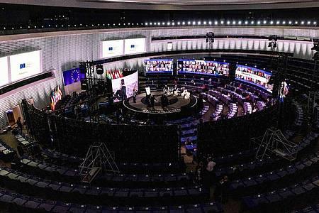 Blick in die Eröffnungsveranstaltung der Konferenz zur Zukunft Europas im Plenarsaal des Europäischen Parlaments inStraßburg. Foto: Philipp von Ditfurth/dpa