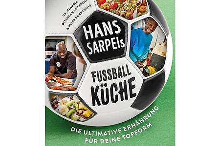 «Hans Sarpeis Fußballküche», Hans A. Sarpei, Dr. Claudia Osterkamp-Baerens, Peter Feierabend, Berg & Feierabend Verlag, 192 Seiten, 24,99 Euro, ISBN-13: 978-3948272128. Foto: Verlag Berg & Feierabend/dpa-tmn