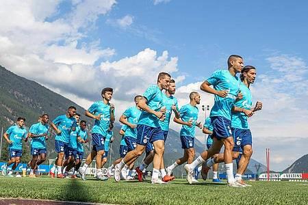 Der FC Schalke 04 ist derzeit in Österreich im Trainingslager. Foto: Tim Rehbein/dpa