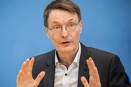 Karl Lauterbach, Gesundheitsexperte der SPD, spricht auf einer Pressekonferenz. Foto: Michael Kappeler/dpa