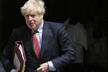 Der britische Premierminister, Boris Johnson, verlässt die 10 Downing Street. Foto: Frank Augstein/AP/dpa