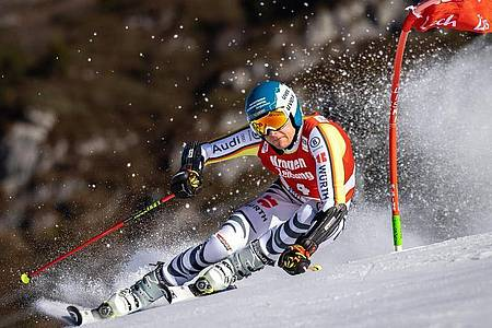 Alexander Schmid wurde beim Parallel-Weltcup in Lech/Zürs Dritter. Foto: Expa/Johann Groder/APA/dpa