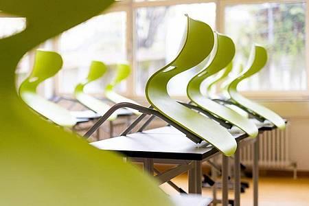 Der Lehrerverband fordert, Schüler früher in den Distanzunterricht zu schicken als bisher vorgesehen. Foto: Philipp von Ditfurth/dpa