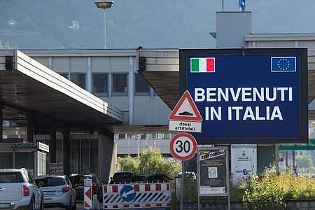 «Benvenuti in Italia»: Schon ab Mitte Mai sollen Reisende aus Europa, die voll geimpft sind, leichter nach Italien einreisen können. Foto: Alessandro Crinari/KEYSTONE/Ti-Press/dpa