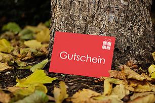 Gutschein mit buntem Herbstlaub