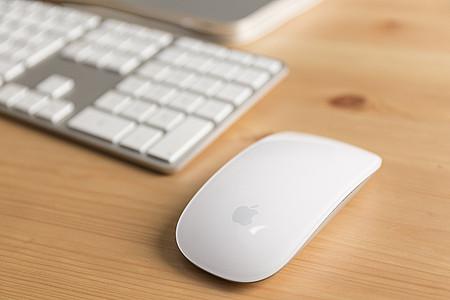 Apple-Maus mit Tastatur