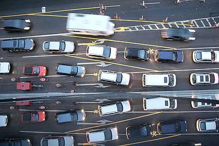 Stau auf einer Hauptverkehrsstraße