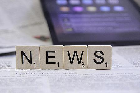 """News"" in Scrabble-Buchstaben geschrieben"
