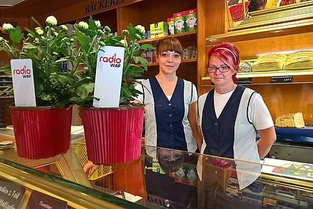 Radio WAF-Blumen stehen auf dem Tresen einer Bäckerei in Sassenberg