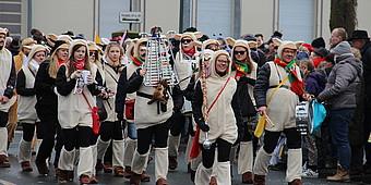 Gruppe verkleideter Jecken aus Beckum