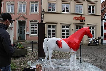 Das Radio WAF Pferd wird angesprüht