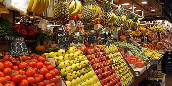Obst in einer Markthalle