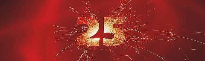 25 in Wunderkerzenoptik auf rotem Hintergrund