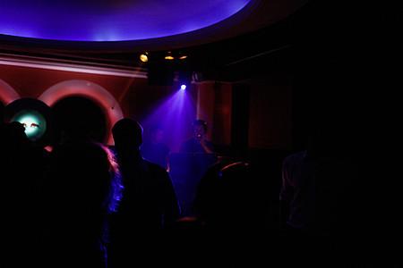 Dunkle Tanzfläche bei einer Party