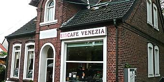 Außenansicht der Eisdiele Venezia