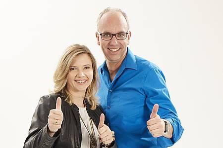 Markus Bussmann und Ina Atig zeigen Daumen hoch