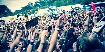 Jubelnde Menge auf einem Konzert