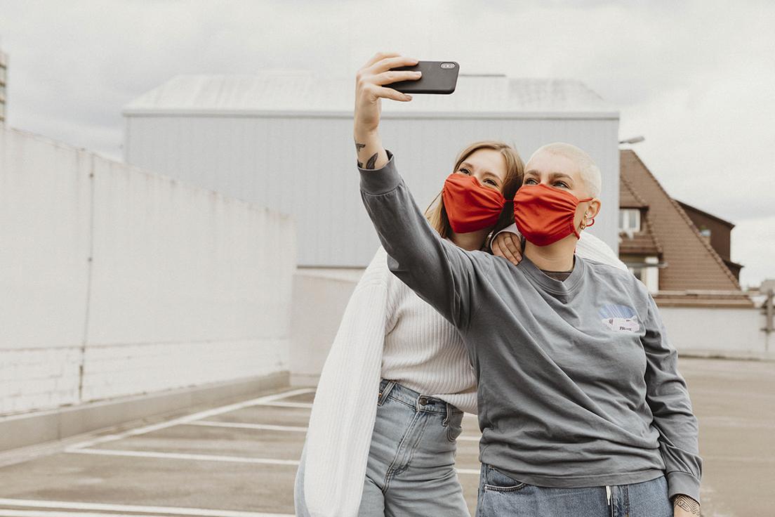 Masken_Freunde_Selfie_2
