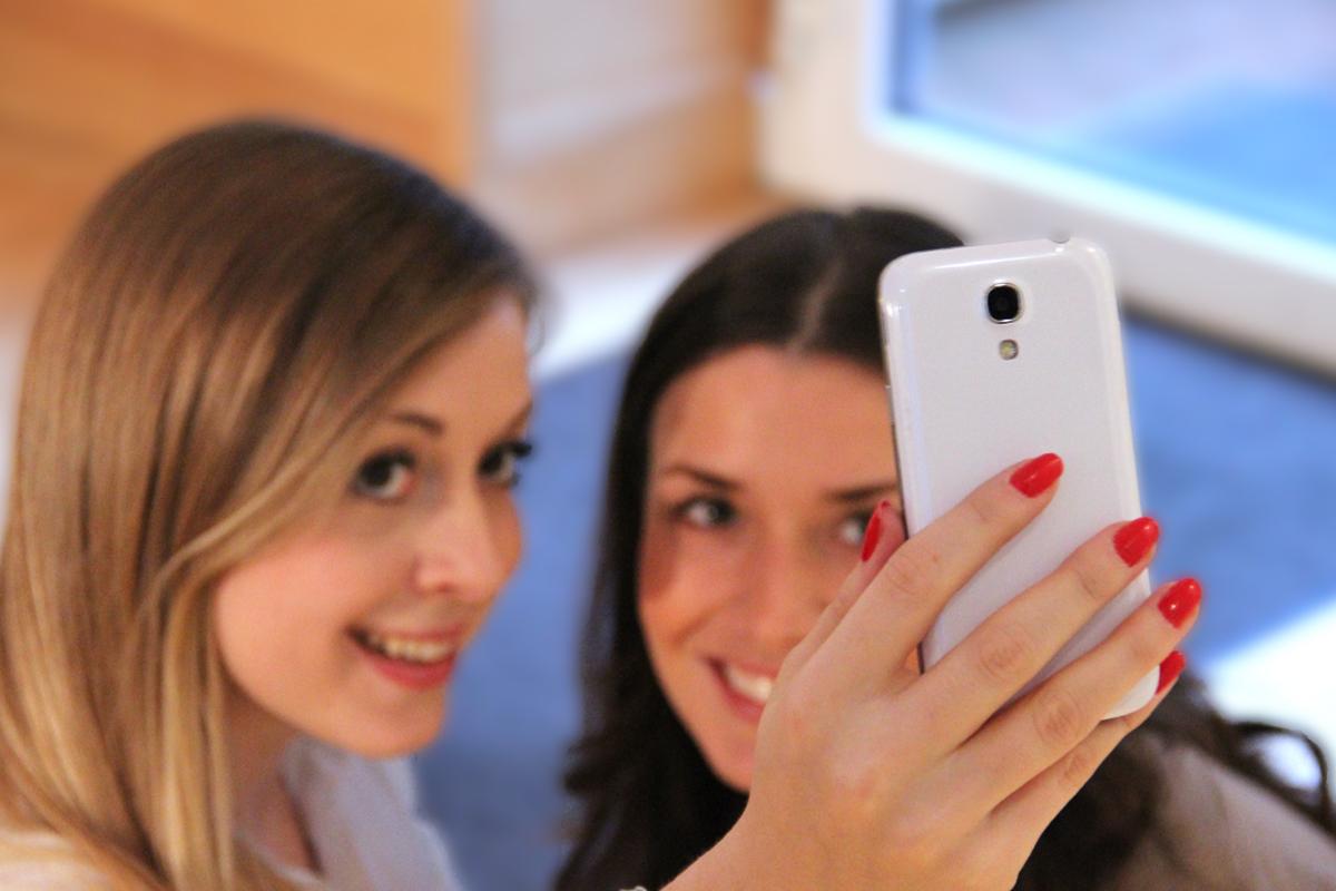 Selfie_Smartphone_Jugendliche